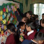 Шестиклассники школы-гимназии №24 Бишкека вместе с классруком и родителями отнесли подарки в детский приют