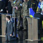 Порошенко и Зеленский на дебатах встали на колени