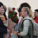 Колонна Lexus 570 и мотоциклов — Валентину Шевченко встретили в КР.