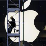 Через iPhone слушали и записывали окружающих. Apple обещает прекратить это
