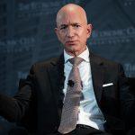 Джефф Безос перестал возглавлять список Forbes. Кто теперь самый богатый?