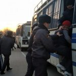 Сегодня ночью в Бишкеке задержали 195 человек, среди них женщины и подростки