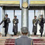 Главный флаг Кыргызстана остался без охраны роты почетного караула