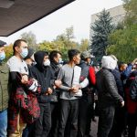 В центре Бишкека произошли столкновения между участниками двух митингов
