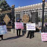 Около десяти женщин объявили голодовку возле «Белого дома»