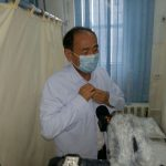 Министр здравоохранения Алымкадыр Бейшеналиев первым получил вакцину от коронавируса